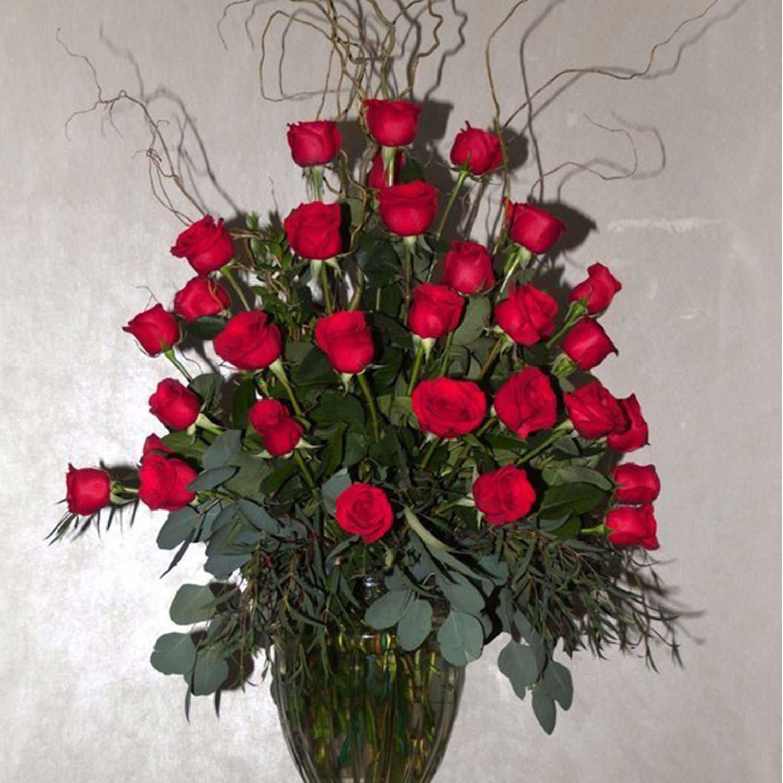 Funeral flower arrangements to honor loved ones lofendo flowers rose in grecian vase izmirmasajfo