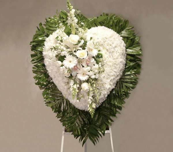 White Flower Heart Cluster With Emerald Border
