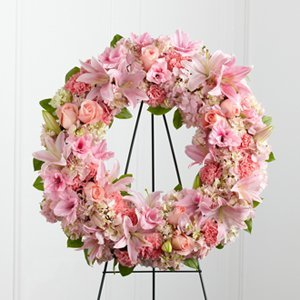 Assorted Pinks in a Wreath Easel