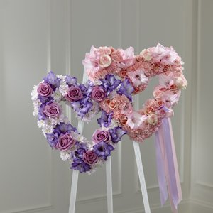 Purple & Pink Interlocking Heart Easel